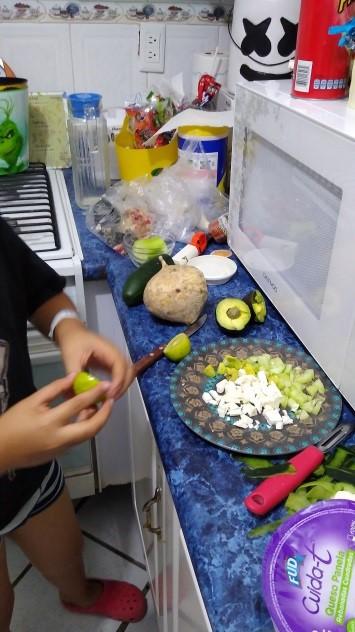 preparando tacos