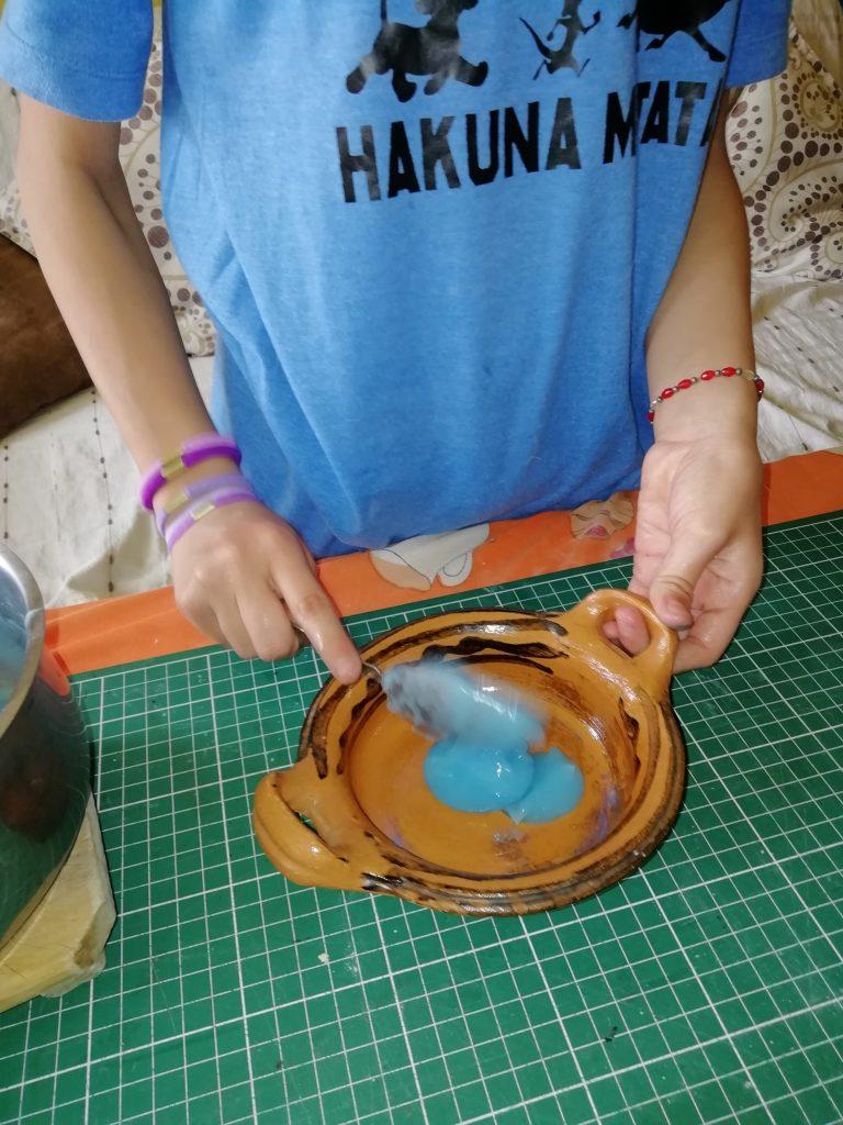También se aplico una capa utilizando como molde una cazuelita de barro, se puso en el horno de microondas por 1 minuto después al sol.