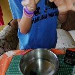 Agregar una gota de colorante vegetal