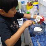 preparando paletas de yoghurtT