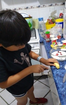 Preparando paletas de yoghurt