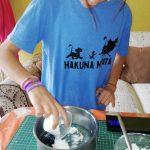 Agregar la fécula a recipiente con los otros ingredientes antes mencionados