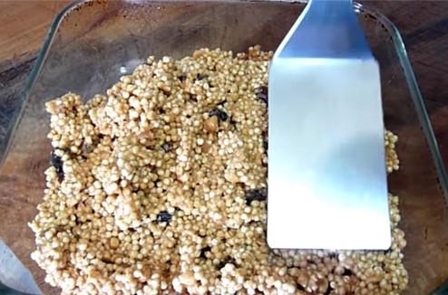 Acomodar la mezcla en un recipiente rectangular